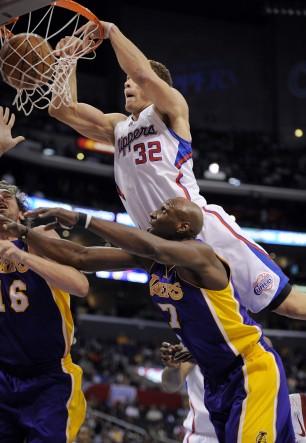 Blake+griffin+dunking+on+lebron+james